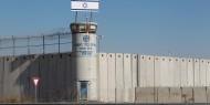"""مهجة القدس:وحدات مصلحة السجون تداهم غرف الأسرى في سجن """"هداريم"""""""