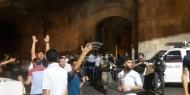 بالفيديو والصور.. الاحتلال يعتدي على جنازة الشاب أبو غربية ويصيب العشرات