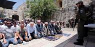 المئات يؤدون صلاة الفجر بالمسجد الأقصى