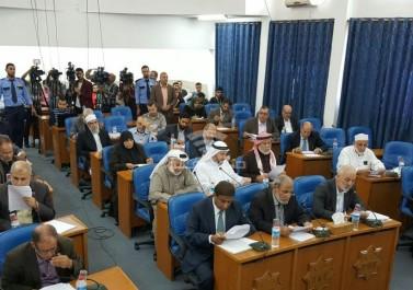 رواتب النواب المقطوعة معلقة بين قرار عباس والقضاء