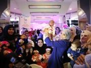 """بالفيديو.. """"فتا"""" يختتم مشروعه الثالث لعلاج العقم وأطفال الأنابيب في قطاع غزة"""