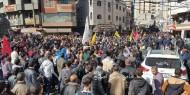 """بالفيديو والصور.. الألاف يشيعون جثمان الشهيد """"محمود المصري"""" بخانيونس"""
