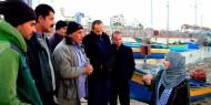 بالصور.. «فتا» توزع منحة مالية على أسر فقراء غزة