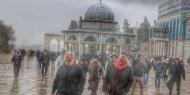 بالصور.. رغم الأجواء الباردة: الآف المصلين يؤدون صلاة الجمعة في المسجد الأقصى