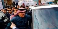 فيديو: عمال النظافة في غزة يرشقون السفير القطري بالأحذية