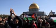 """بالصور.. سلطات الاحتلال تعتدي بالضرب على مصلين على عتبات """"الاقصى"""" بعد اغلاقه"""