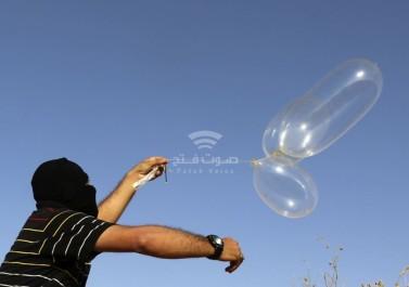 """""""وحدة برق"""" تطلق بالونات حارقة ومتفجرة تجاه مستوطنات """"غلاف غزة"""""""