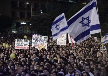 احتجاجات في تل أبيب ضد قانون مشاركة هوية غير الملقحين ضد كورونا