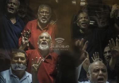 """شاهد.. قيادي منشق عن """"الإخوان"""" يكشف عن تجارة الجماعة بالمخدرات والسلاح"""