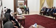 """عباس يتجاهل """"صفقة الوقود"""" خلال لقائه بالوفد القطري برام الله"""