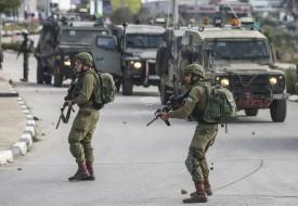 """الخليل: جيش الاحتلال يستولي على كرفان لمدرسة """"الصمود والتحدي"""""""