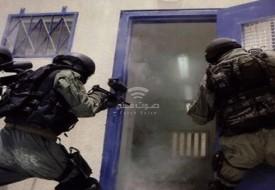 نادي الأسير: قوات القمع الإسرائيلية تقتحم قسم (4) في سجن (ريمون)