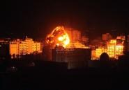شاهد.. طيران الاحتلال يشن غارات على غزة ردا على إطلاق صواريخ