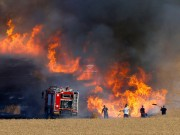 حرائق كبيرة في مستوطنات الغلاف جراء بالونات غزة الحارقة.. والاحتلال يتوعد
