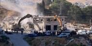 الاحتلال يهدم مدرسة ومسجد ام قصة في مسافر يطا جنوب الخليل
