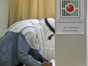 لجنة الانتخابات تقدّم تقريرها للرئيس عباس حول ردود الفصائل