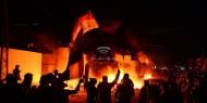 مواطن غزي يشعل النار في منزله بعد قطع راتبه