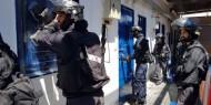 """قوات القمع تقتحم قسم 22 في """"عوفر"""""""