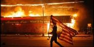 بالفيديو.. أمريكا تحترق: اشتباكلات وحرق أقسام الشرطة واقتحام البيت الأبيض
