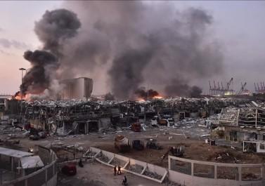 بالفيديو والصور.. أكثر من 73 قتيلا وإصابة أكثر من 3700 في انفجار بيروت
