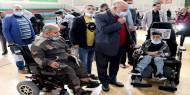 شاهد.. كتلة فتح البرلمانية توزع الكراسي المتحركة الكهربائية على المستفيدين من المبادرة الإماراتية