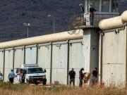 مصلحة سجون الاحتلال تدرس فصل مدير سجن جلبوع