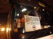 """مغادرة دفعة جديدة من أهالي أسرى غزة لزيارة أبناءهم في سجن """"رامون"""""""