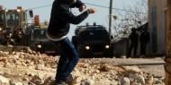 موقع عبري: إصابة مستوطنين خلال انقلاب مركبتهم بعد رشقها بالحجارة في الخليل