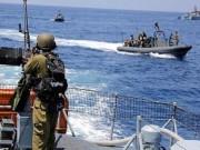 زوارق الاحتلال تهاجم مراكب الصيادين قبالة بحر خانيونس