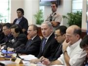 الكابينيت الإسرائيلي يقرر خصم رواتب الأسرى من أموال المقاصة ويحول 2.5 مليار شيكل للسلطة