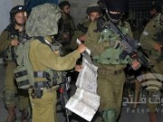 الخليل: قوات الاحتلال تداهم عدة منازل في يطا