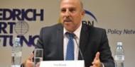 أبو زايدة يتهم السلطة بالاستقواء على المواطن من خلال قطع الرواتب
