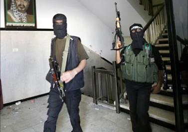 صحفي مصري يفتح نيرانه على حماس                                 ( دورها ومواقفها السياسية وعلاقتها بقطر )